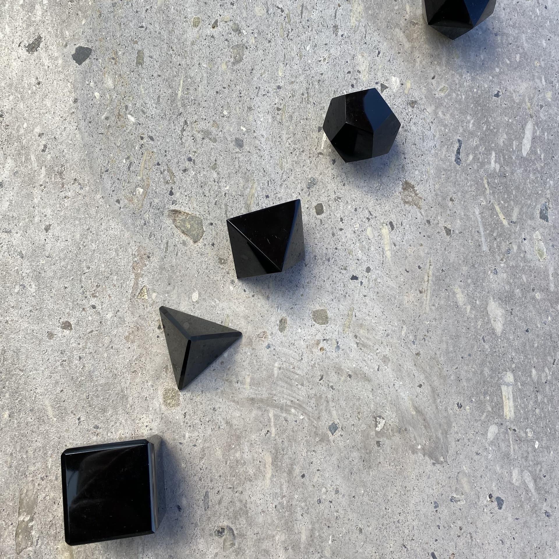 5 Solidos platonicos artesanales de obsidiana OSAYA COA30