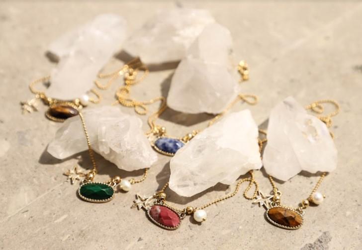 cuarzo-cristal-con-collares-de-piedras-osaya