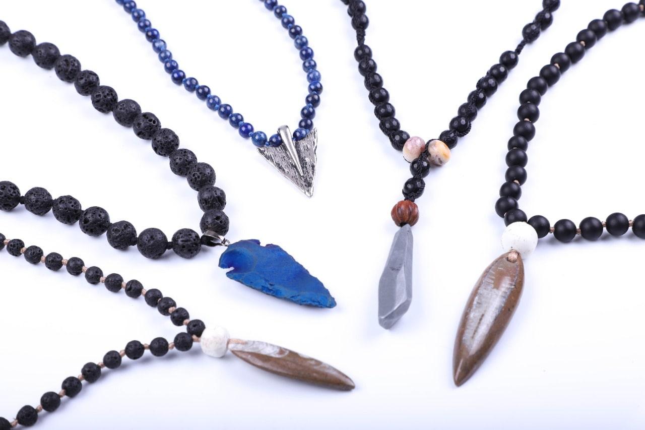 collares-con-piedras-estilo-tribal